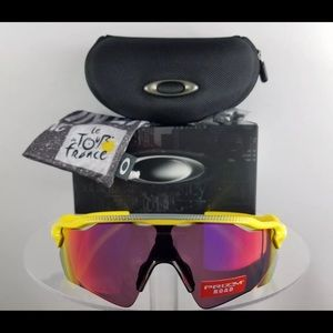 Brand New Authentic Oakley Sunglasses OO9208-43